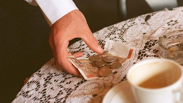 How to tip at restaurants and hotels?